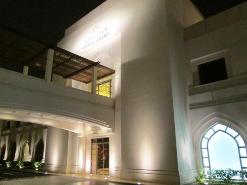 entrance to Opera Galleria