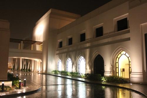 Opera Galleria in light rain