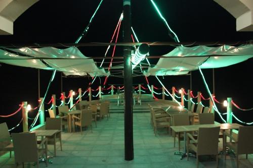 nighttime dining