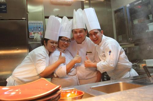 thumbs up from chefs