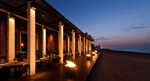 CMU-Dining-The Beach Restaurant-Beachfront02_v-1