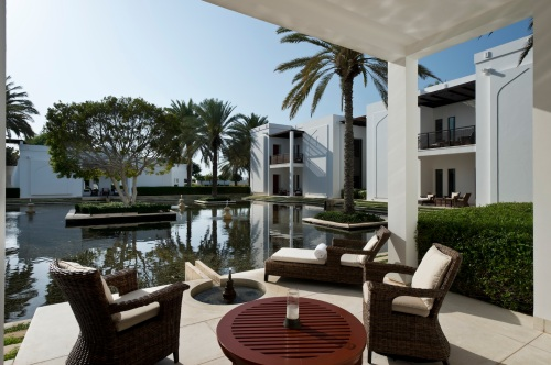 CMU-Rooms-Chedi Club Suite-Terrace-Water Garden View_v-1