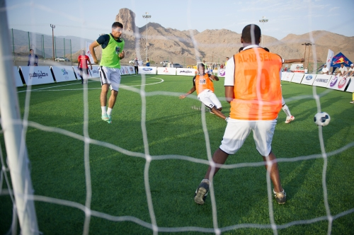 Competitors compete in the Winning 5 in Bahla, Oman on May 30, 2014.